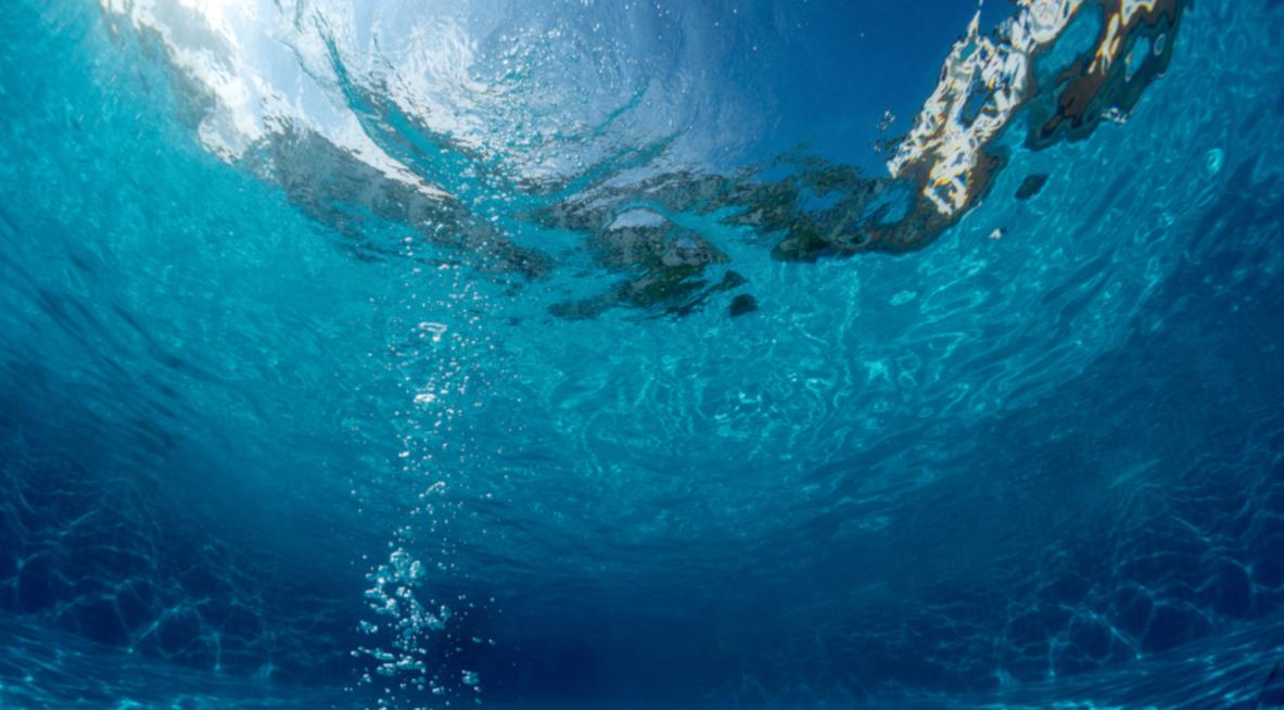 Wasser im Schwimmbad